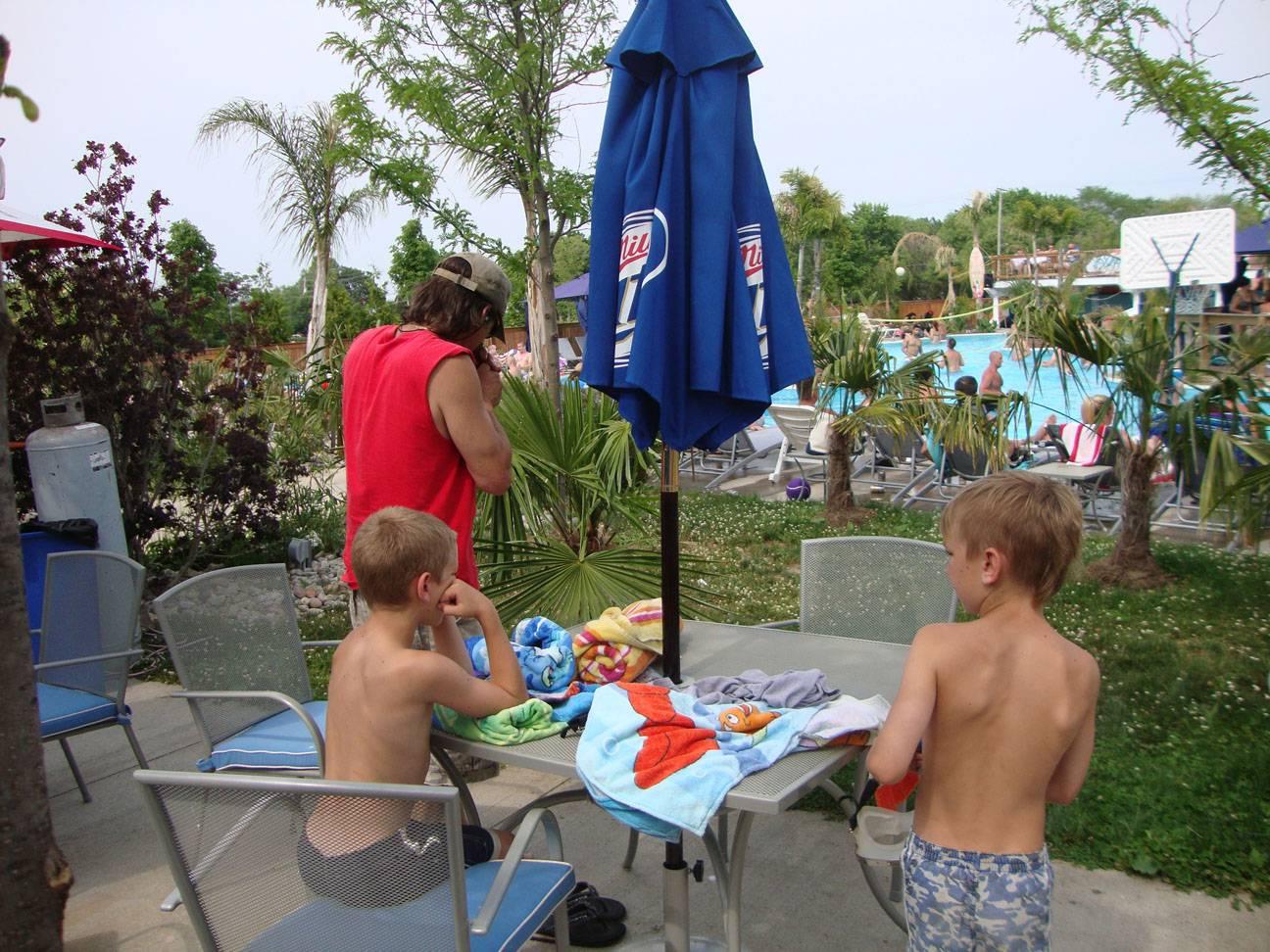 put in bay kids at pool